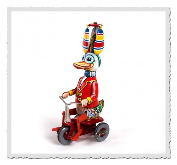 Ente auf Dreirad